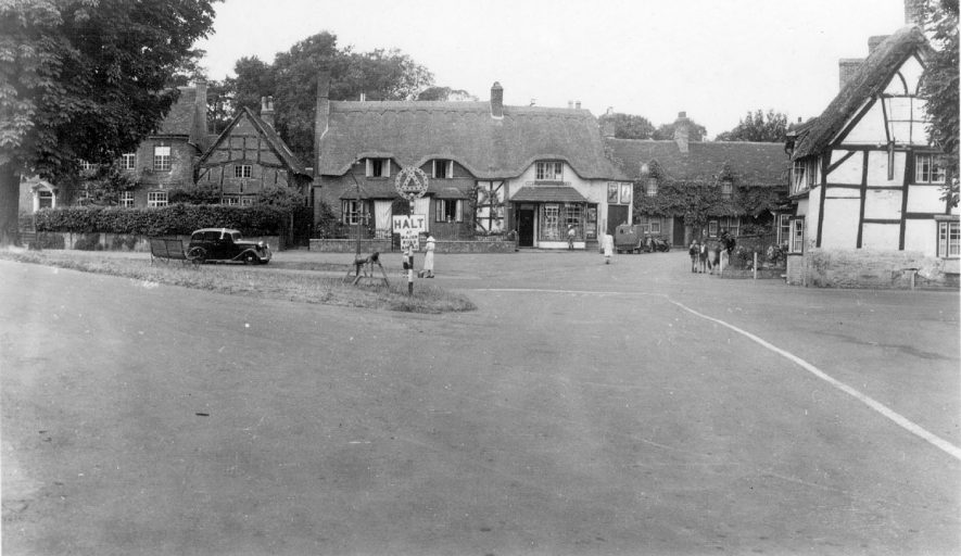 A view of the village of Wellesbourne.  1941 |  IMAGE LOCATION: (Warwickshire County Record Office)