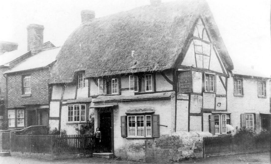 The Stag Inn, Wellesbourne.  1913 |  IMAGE LOCATION: (Warwickshire County Record Office)