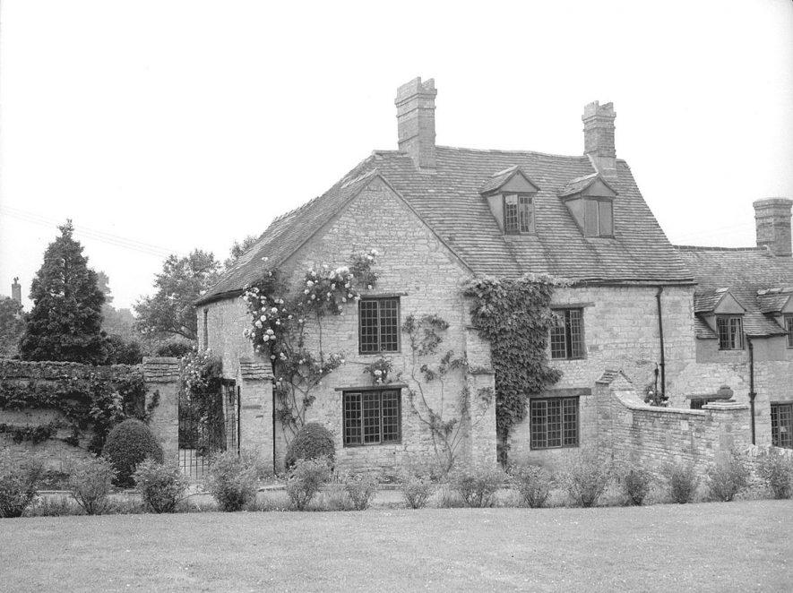Manor House, rear elevation, with part of garden, Tredington.  1953