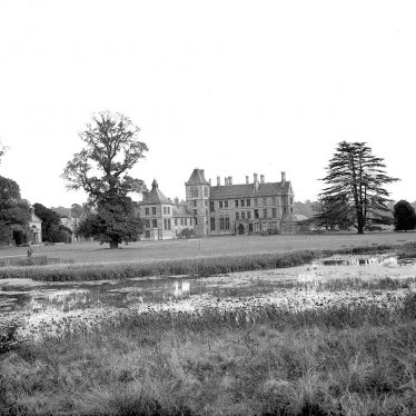 Walton Hall.  House and lake