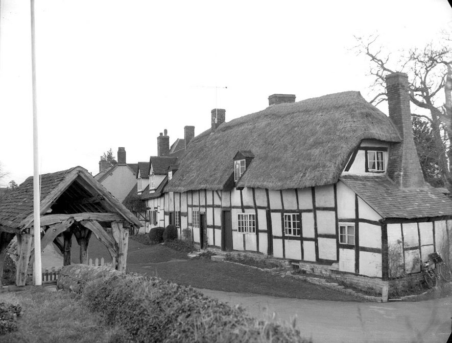 Welford on Avon. Cottage and Lychgate |  IMAGE LOCATION: (Warwickshire County Record Office)