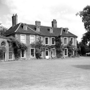 Wellesbourne.  Wellesbourne Hall,  front