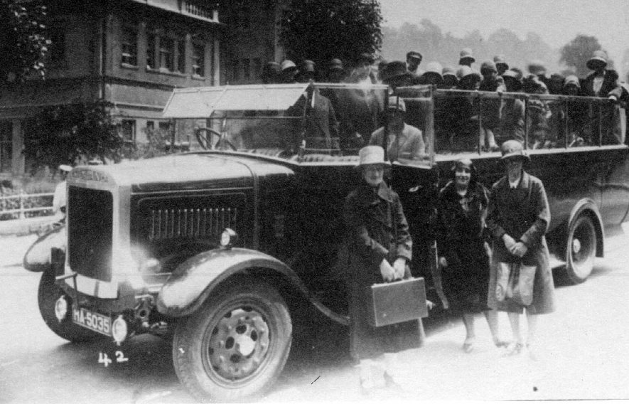 Ladies' outing in a Midland Red SOS QLC(Queen Low Charabanc) motor charabanc, Fillongley. 1930s[The body was built by Short in 1930] |  IMAGE LOCATION: (Warwickshire County Record Office)