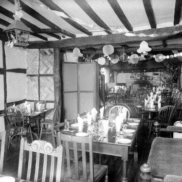 Warwick.  Tudor House Hotel, Stratford Road.  Dining Room