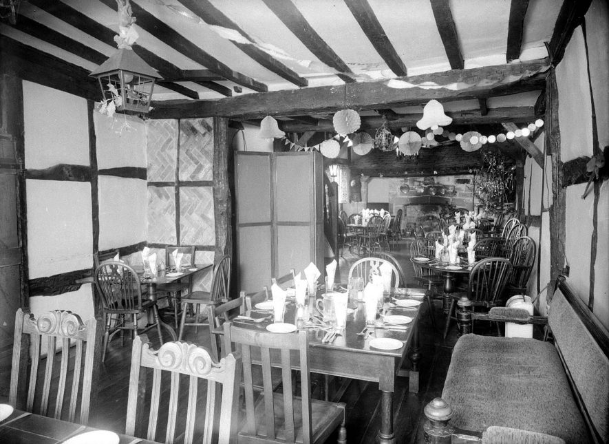 Warwick.  Tudor House Hotel, Stratford Road.  Dining Room |  IMAGE LOCATION: (Warwickshire County Record Office)