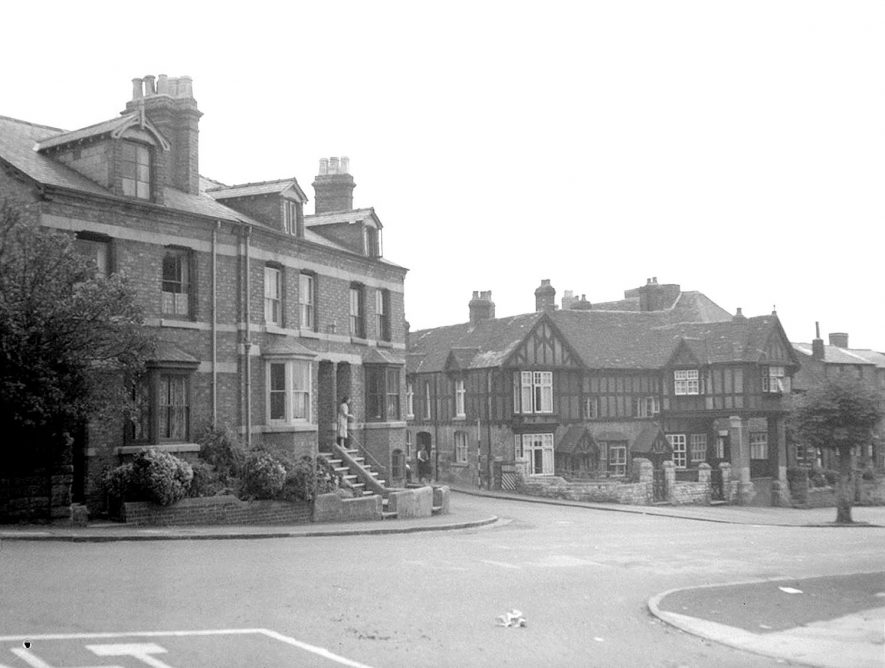 Houses in West Street outside the Westgate near junction with Bowling Green Street.  Warwick.  1950. |  IMAGE LOCATION: (Warwickshire County Record Office)
