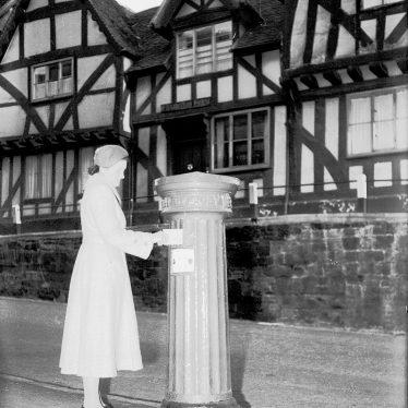 Warwick.  Victorian pillar box in High Street at Westgate
