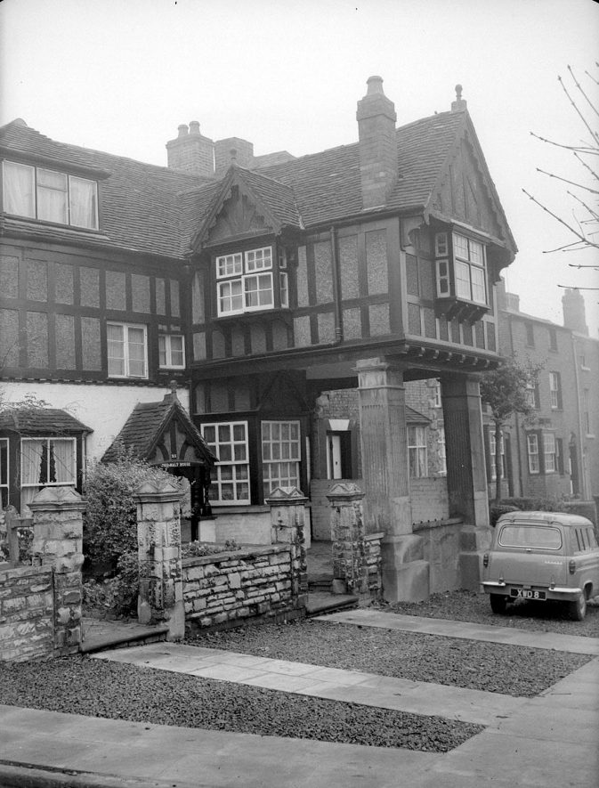 Malt House on West Street.  Warwick.  1958. |  IMAGE LOCATION: (Warwickshire County Record Office)