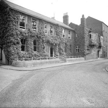 Warwick.  Wharf Street, Nelson Dale, adjoining building