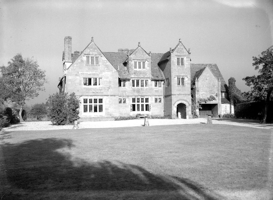 The Priory, front exterior and part of garden.  Wolston.  1948. |  IMAGE LOCATION: (Warwickshire County Record Office)
