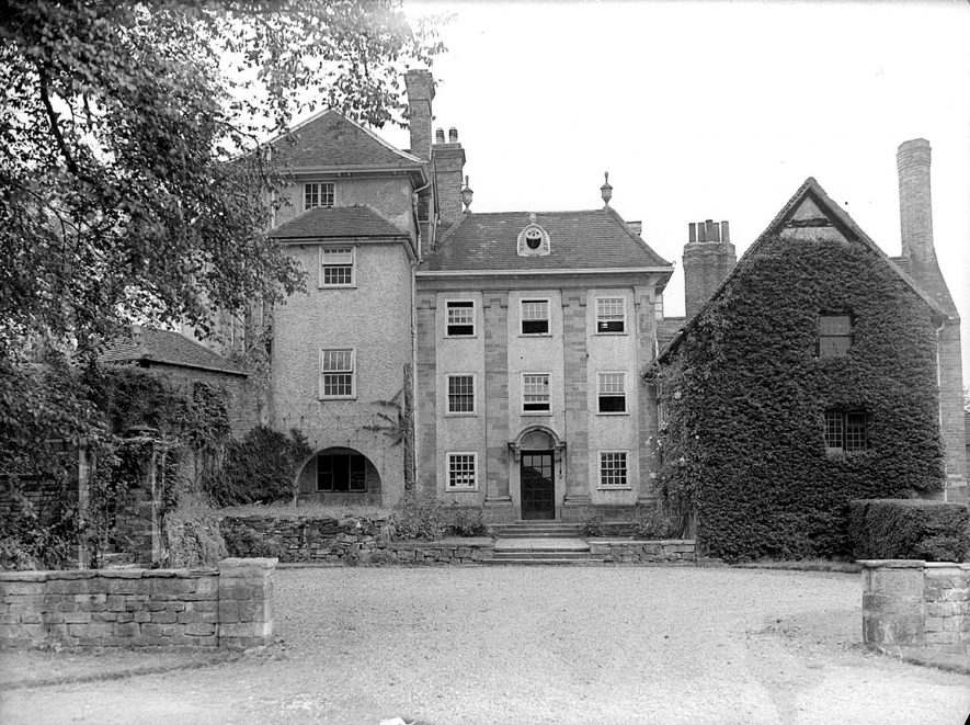 Wolverton Court exterior.  Wolverton.  1945. |  IMAGE LOCATION: (Warwickshire County Record Office)