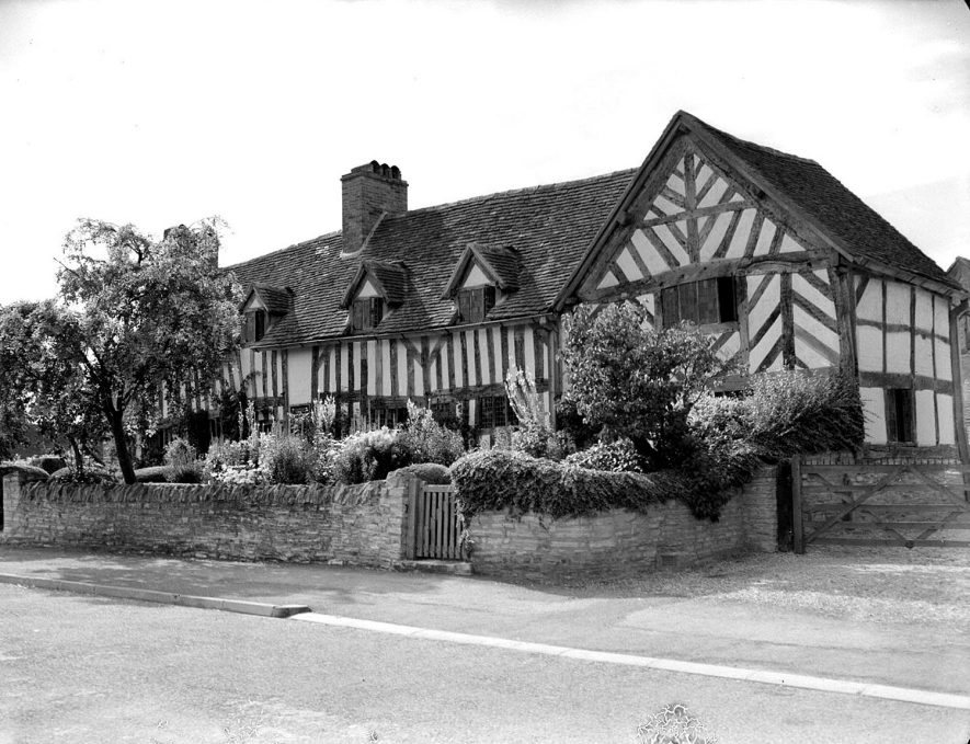 Wilmcote.  Mary Arden's Cottage, exterior |  IMAGE LOCATION: (Warwickshire County Record Office)