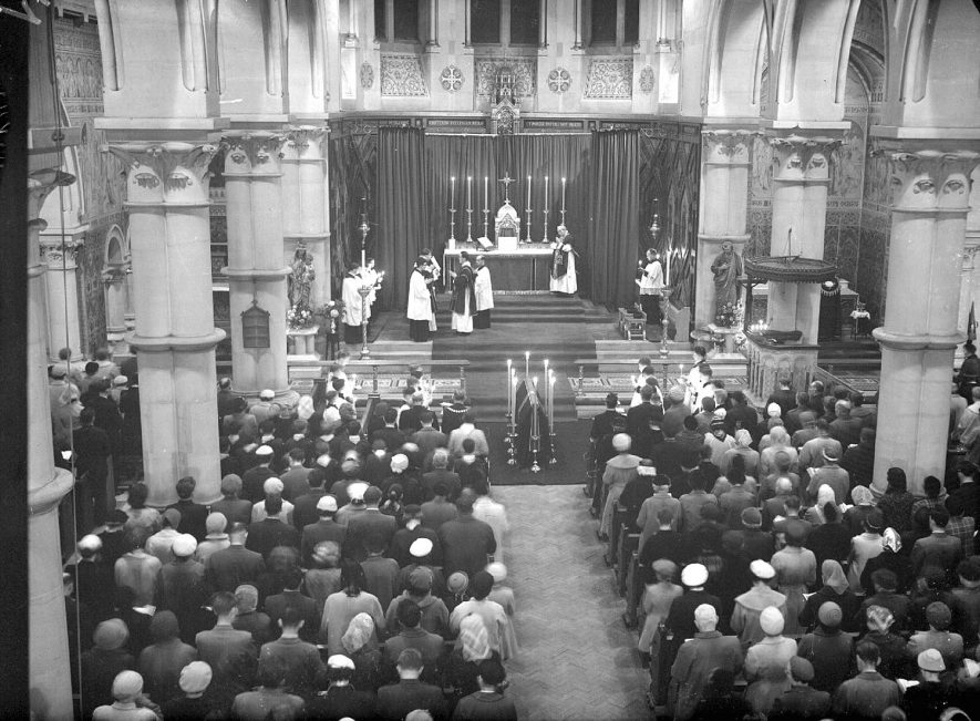 Leamington Spa. Interior of St. Peter's church during Mass for the Pope |  IMAGE LOCATION: (Warwickshire County Record Office)