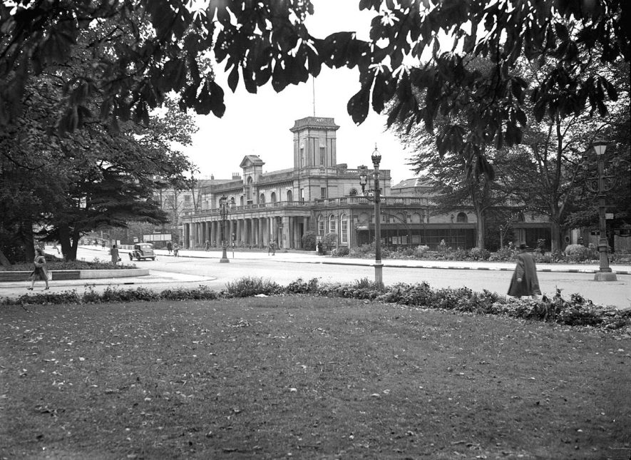 Leamington Spa. The 'Old' Pump Room and Tower |  IMAGE LOCATION: (Warwickshire County Record Office)