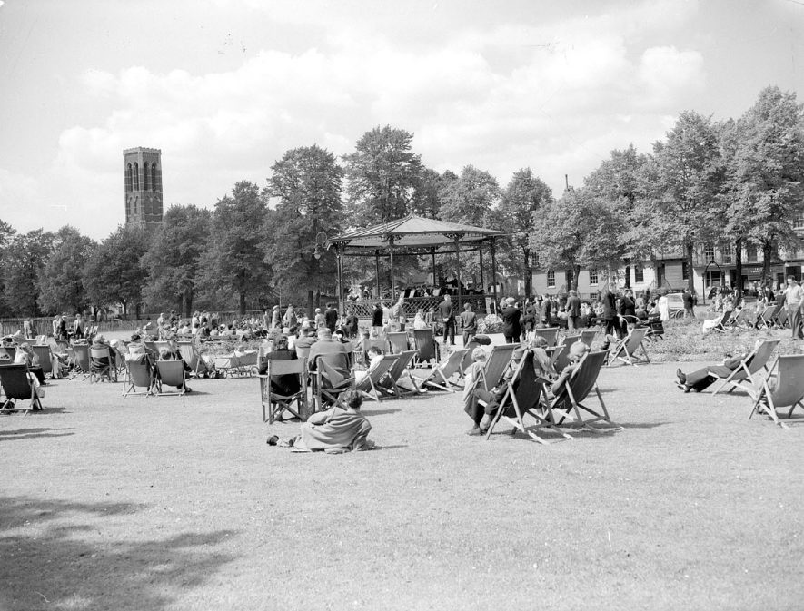 Leamington Spa. Listening to the band in the Pump Room Gardens |  IMAGE LOCATION: (Warwickshire County Record Office)
