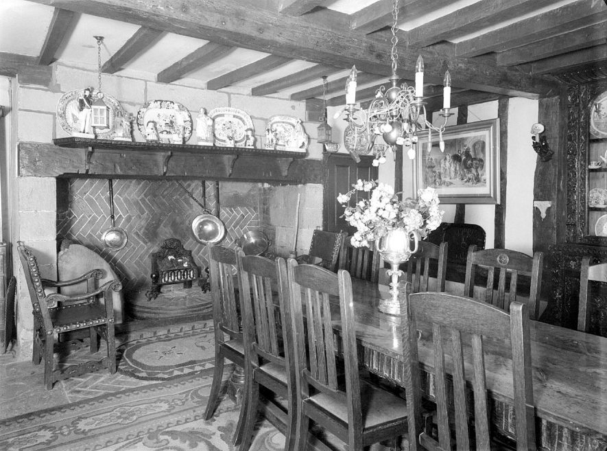 The dining room at Rudfyn (now Redfern) Manor, Chase Lane, Kenilworth. July 17th 1940 | IMAGE LOCATION: (Warwickshire County Record Office)
