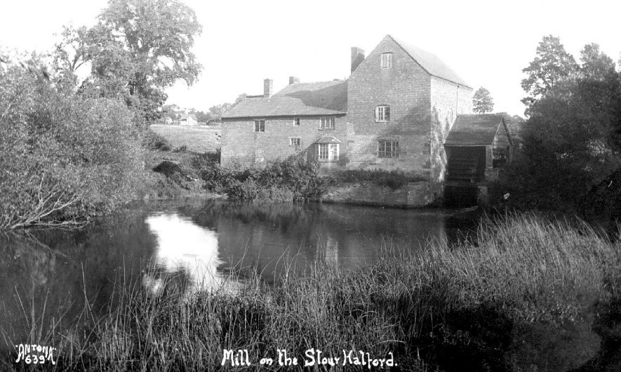 The water mill on the River Stour, Halford.  1920s |  IMAGE LOCATION: (Warwickshire County Record Office)