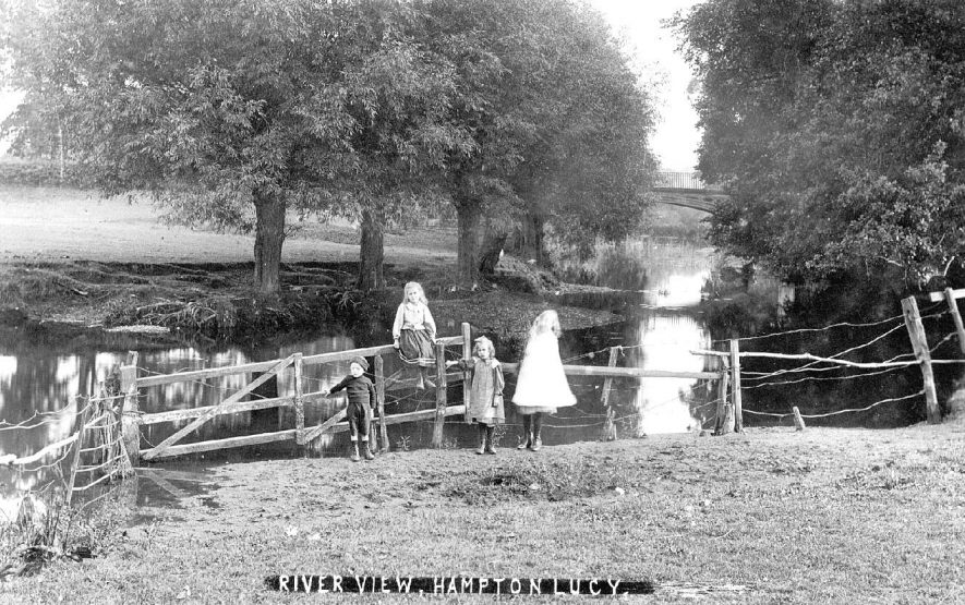 View of the River Avon, Hampton Lucy.  1910s |  IMAGE LOCATION: (Warwickshire County Record Office)
