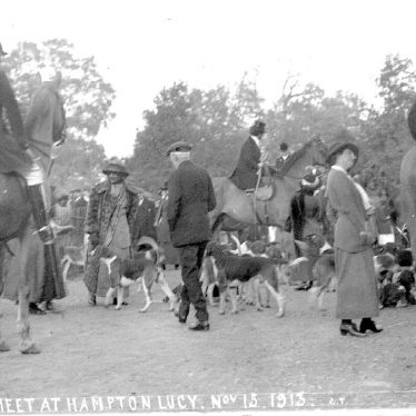 Hampton Lucy.  Hunt Meet