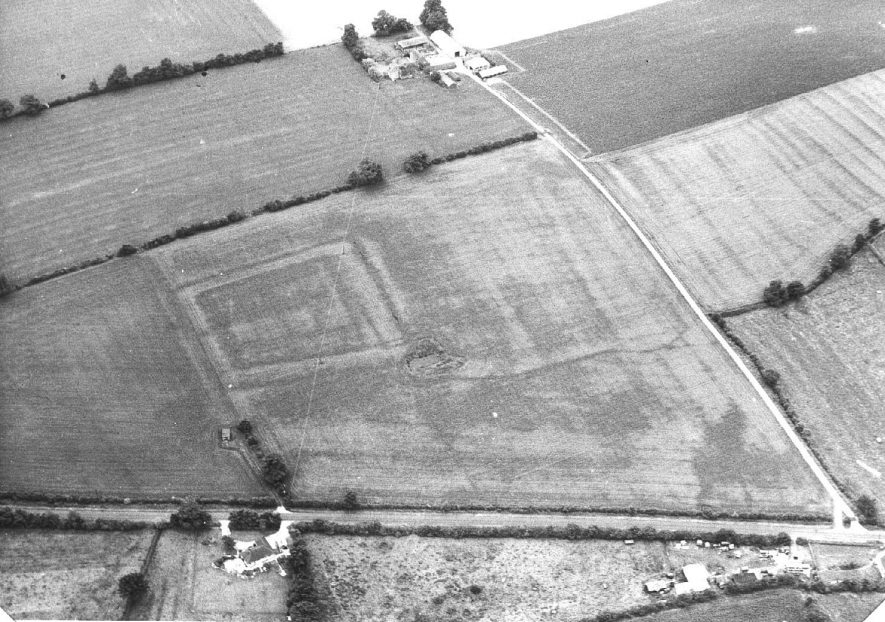 Crop mark showing a rectangular feature.  1971    IMAGE LOCATION: (Warwickshire Museum Sites and Monuments Record)