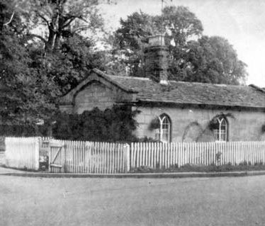 Toll house on Banbury Road, Warwick