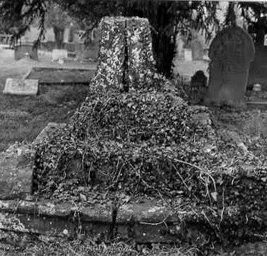 Cross in Butlers Marston Churchyard