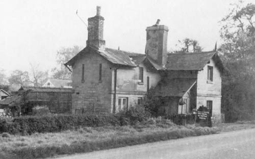A toll gate at the junction of the Leek Wootton and Hill Wootton roads | Warwickshire County Council