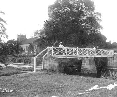 Footbridge SE of Church, Ashow