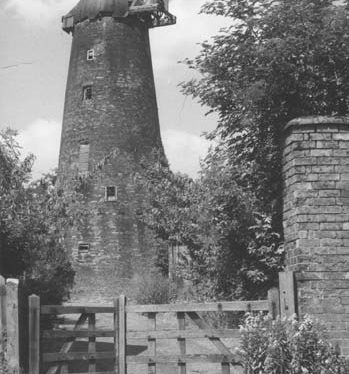 Windmill on Main Street, Thurlaston