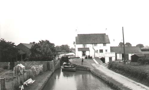 The Folly and Folly Locks on the Oxford Canal, Napton on the Hill | Warwickshire County Council