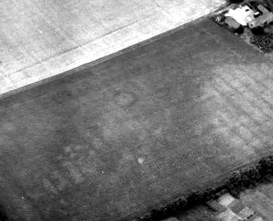 A ring ditch visible as a cropmark to the east of Tiddington | WA Baker