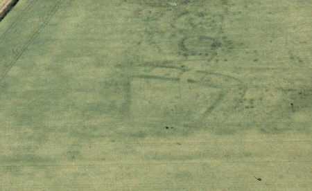 Linear features and pits visible as cropmarks near Shotteswell   Warwickshire County Council