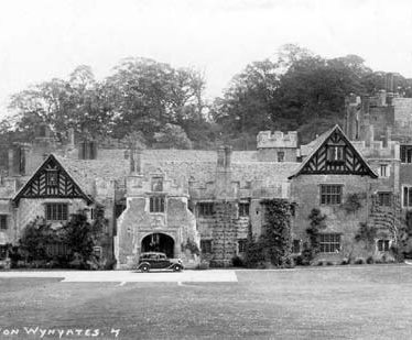 A view of Compton Wynyates House | Warwickshire County Council