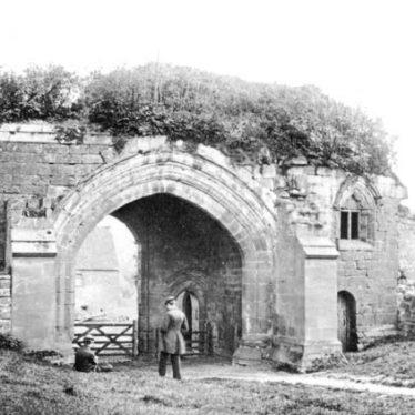 The gateway to Kenilworth Abbey | Warwickshire County Council