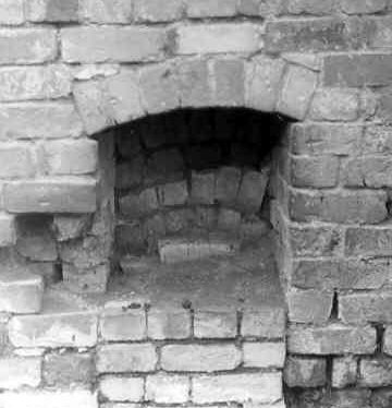 A brick oven at the brickworks, Bishop's Itchington | Warwickshire County Council
