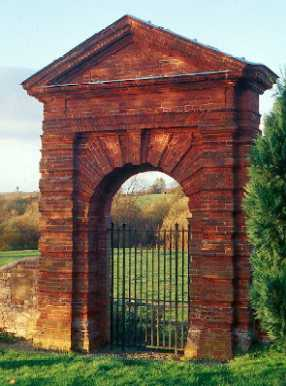 Post Medieval Peyto gateway in Chesterton churchyard | Warwickshire County Council