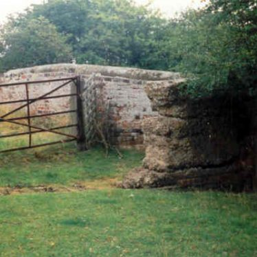 A Second World War anti tank barrier at Bridge 29 on the Warwick and Napton Canal | J Brace