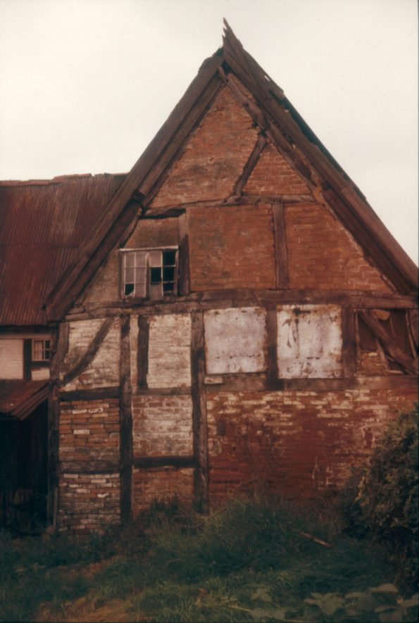 The property was known locally as the Parrott House after its owner. It was subsequently sold, taken apart and rebuilt in Milton Keynes. Image showing the house and outbuilding, 1966. | Warwickshire County Record Office reference PH 1307/4