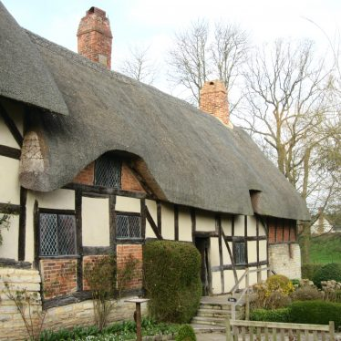 Anne Hathaway's cottage, Shottery, 2017. Timber-framed, 2-storey cottage with thatched roof | Image courtesy of Anne Langley