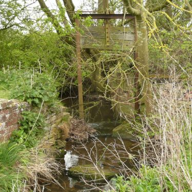 Ruined structure, Inchford Brook, Beausale
