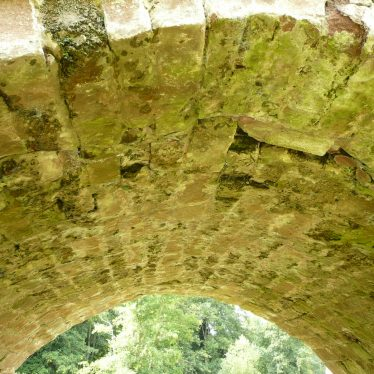 Vaulting of an arch of Stare Bridge, Stoneleigh, showing skilled use of different sized stones used to create it. 2017. | Image courtesy of William Arnold