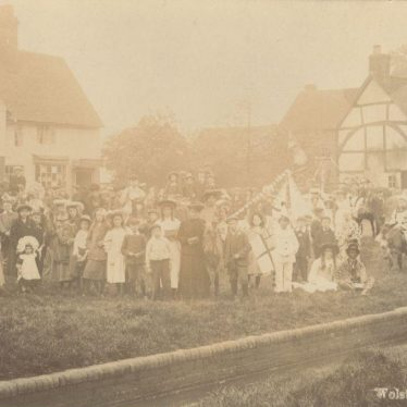 May Day in Wolston, 1930s. | Image courtesy of Yvonne Halford