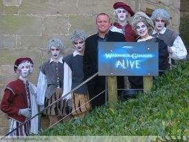 Lynton V Harris and the cast of Ghosts Alive. | Image courtesy of CoasterKingdom.co.uk