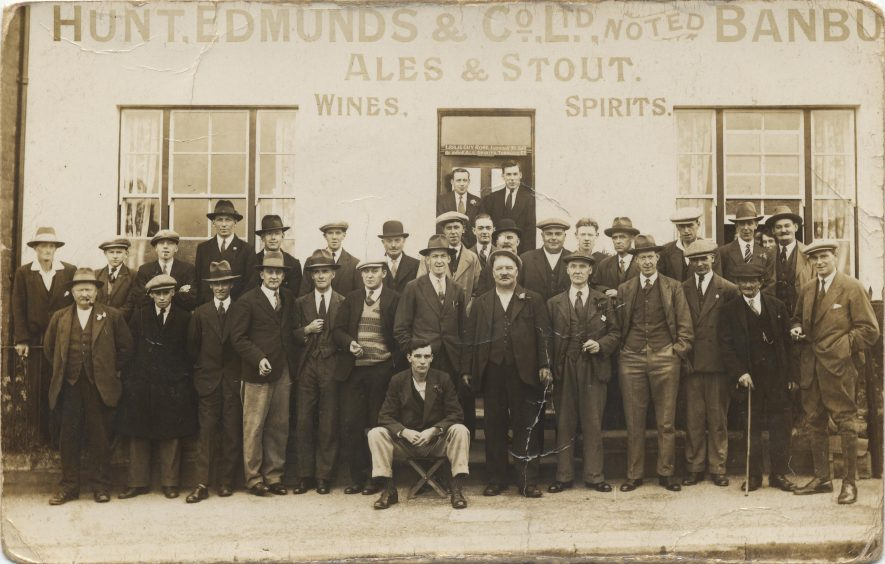 The Stag and Oak public house, Cape Road, Warwick. Photo includes Guy Rose, landlord, Nelly Rose, and members of the Smith and Tallis family. | Image courtesy of Jo Alexander. Warwickshire County Record Office reference Z1147/9