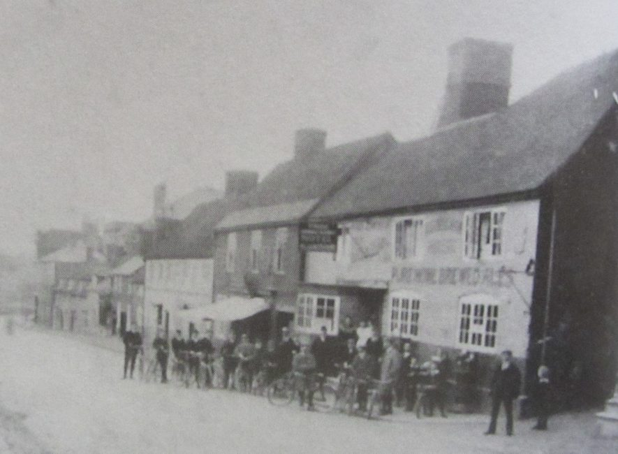 Three Horseshoes public house, High Street, Coleshill. Cycle meet. | Image courtesy of the Rosie Mayer collection