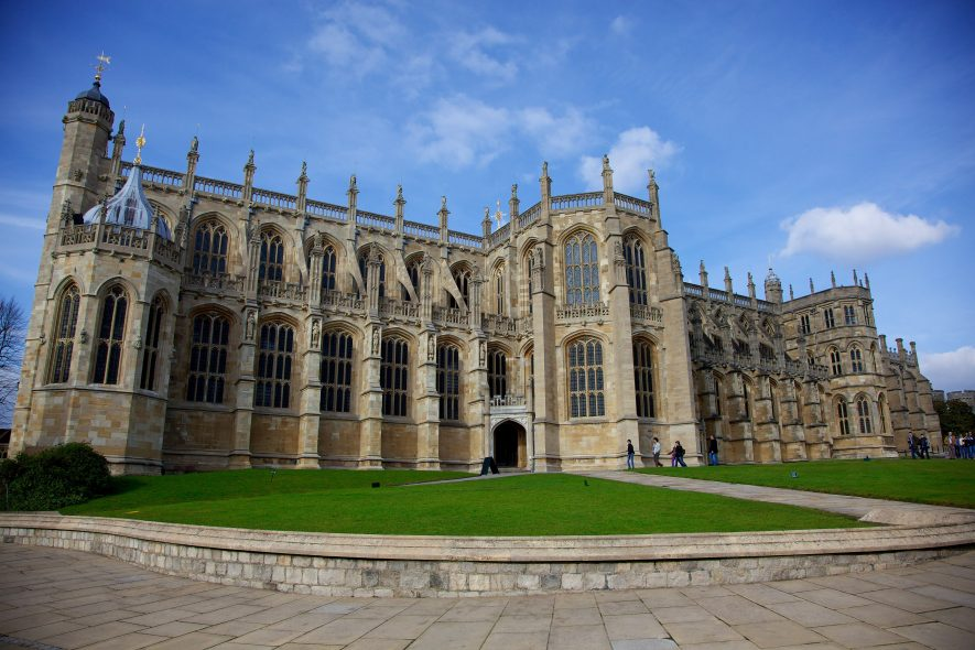 St George's Chapel, Windsor Castle, 2010. | By Aurelien Guichard from London, United Kingdom (WindsorUploaded by BaldBoris) [CC BY-SA 2.0 (https://creativecommons.org/licenses/by-sa/2.0)], via Wikimedia Commons