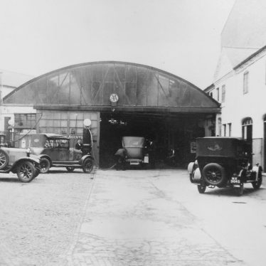 Photograph of cars parked in Regent Garage forecourt, c.1929 | Warwickshire County Record Office reference CR4014/191