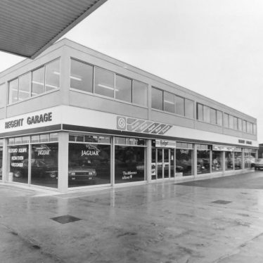Photograph of new Regent Garage at Avenue Road, Leamington Spa, 1978 | Warwickshire County Record Office reference CR4014/195