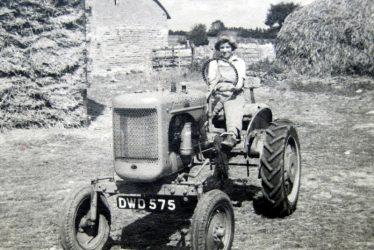 Bickmarsh. Mechanical power at Bickmarsh Hall Farm