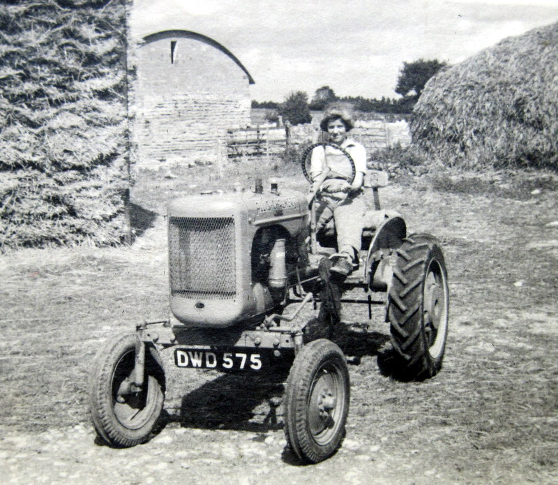 Bidford on Avon. Mechanical power at Bickmarsh Hall Farm, 1940s. | Image courtesy of Joan Broscomb